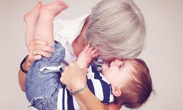 Γιατί οι παππούδες και οι γιαγιάδες αγαπούν πιο πολύ τα εγγόνια από τα παιδιά τους; (pics)