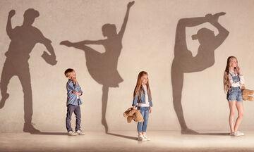 Ποιο φύλο βλέπουν τα παιδιά πιο ισχυρό από μικρή ηλικία;