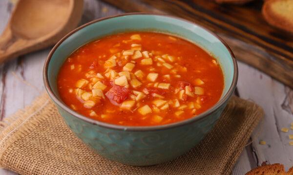 Κόκκινη σούπα με χυλοπιτάκι - Δείτε πώς θα τη φτιάξετε