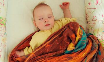 Πέντε μύθοι για τον ύπνο του μωρού: Λογικές ιδέες που είναι τελείως λάθος