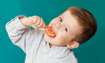 «Σε αγαπάω, μαμά!» - 6 αστείοι (και σιχαμεροί) τρόποι που τα παιδιά δείχνουν την αγάπη τους (pics)