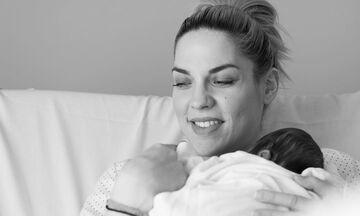 Μαντώ Γαστεράτου: Δείτε με τι μουσική νανουρίζει το μωρό της (vid+pics)