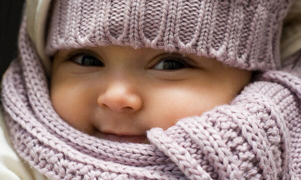 Πώς να φροντίσετε σωστά το δέρμα του μωρού σας τον χειμώνα (vid)