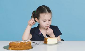 Παιδιά δοκιμάζουν κέικ απ' όλο τον κόσμο και οι αντιδράσεις τους είναι ξεκαρδιστικές (vid)
