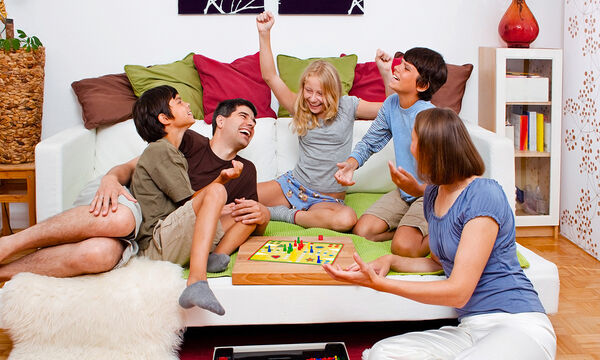 Πρέπει να αφήνουμε το παιδί να κερδίζει στα οικογενειακά παιχνίδια; (pics)