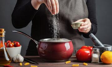 15 tips μαγειρικής που κάθε νοικοκυρά πρέπει να γνωρίζει (vid)