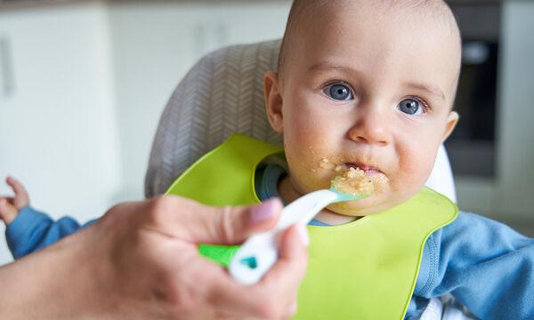 Οι τέσσερις πιο συνήθεις ερωτήσεις για το ξεκίνημα των στερεών τροφών & οι απαντήσεις τους