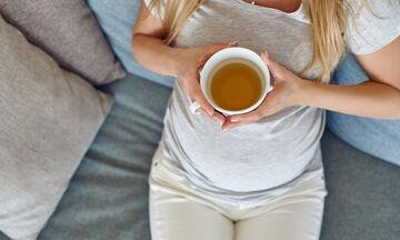 Τσάι στην εγκυμοσύνη: Ποια είδη επιτρέπονται και πόσο πρέπει να καταναλώνουμε;