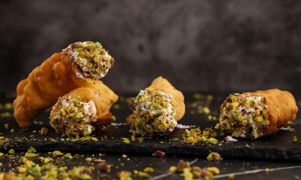 Cannoli - Συνταγή για το παραδοσιακό γλυκό της Ιταλίας