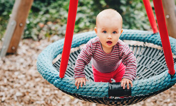 Τι πρέπει να κάνουν τα παιδιά από 9 έως 12 μηνών