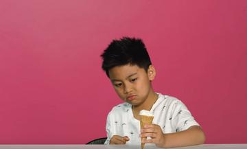 Παιδιά δοκιμάζουν περίεργες γεύσεις παγωτού και οι αντιδράσεις τους είναι υπέροχες (vid)