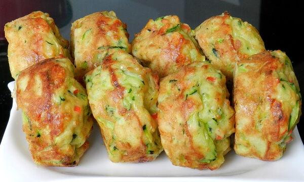 Πεντανόστιμα muffins με κολοκυθάκι και τυρί στο πι & φι – Δείτε πώς θα τα φτιάξετε (vid)