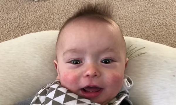 Μωράκι «τραγουδάει» το Τhunderstruck & γίνεται viral - Από τα πιο πρωτότυπα βίντεο που έχουμε δει!