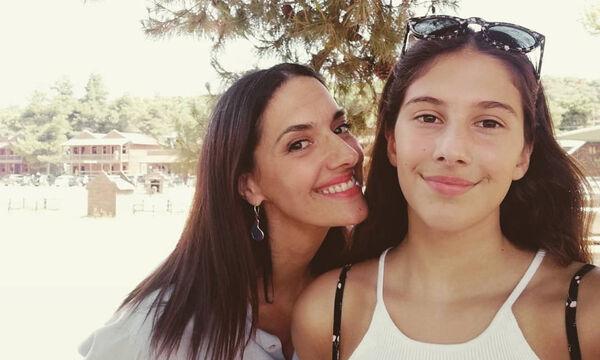 Νόνη Δούνια: Περήφανη για το χρυσό μετάλλιο της κόρης της -  Οι  φώτο και το μήνυμά της (pics)