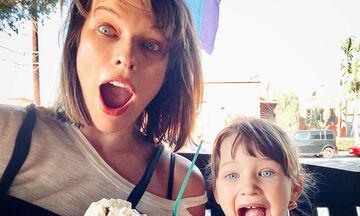 Milla Jovovich: Έγινε μαμά για τρίτη φορά & η κόρη της ανέβασε την πιο υπέροχη φώτο (pics)