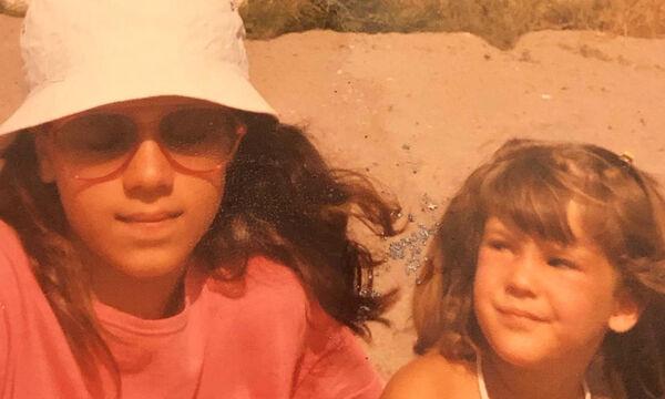 Γνωστή Ελληνίδα ηθοποιός δημοσίευσε παιδική φωτογραφία με την αδελφή της - Την αναγνωρίζετε; (pics)