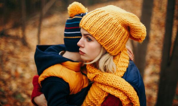 Γιατί οι μαμάδες νιώθουν πάντα ενοχές; Η Ράνια Θρασκιά έχει απαντήσεις (vid)