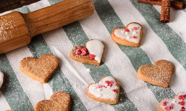 Νόστιμα μπισκότα κανέλας για όλα τα παιδιά - Φτιάξτε τα με αφορμή την ημέρα των ερωτευμένων