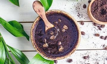 Καφές και κυτταρίτιδα: Έχουν αποτέλεσμα τα scrub με καφέ;