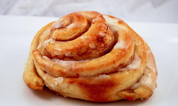 Φτιάξτε λαχταριστά cinnamon rolls σε τέσσερα απλά βήματα (vid)