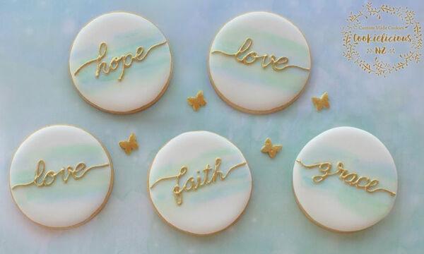 Γλυκά βάφτισης: Φτιάξτε υπέροχα μπισκότα με το όνομα του παιδιού σας (vid)