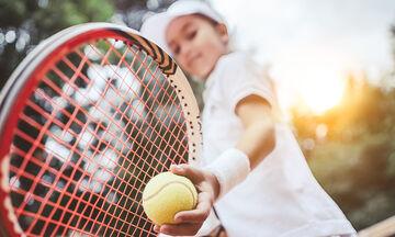 Ημέρα αφιερωμένη στο τένις: Τι προσφέρει το τένις σε ένα παιδί; (vid)