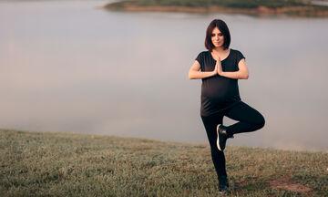Παγκόσμια ημέρα Γιόγκα: Τι είναι η prenatal yoga, τι προσφέρει στις εγκύους + βίντεο με ασκήσεις