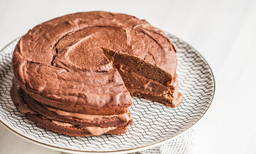 Κάνετε δίαιτα; Ιδού 5 συνταγές για διαιτητικά κέικ (vids)