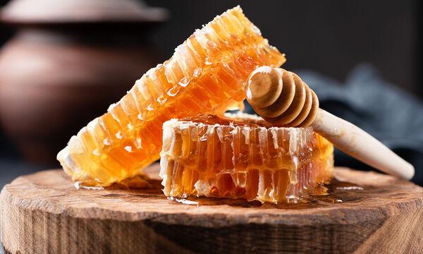 Μέλι στην εγκυμοσύνη: Τέσσερα σημαντικά οφέλη & δύο συνταγές για καθημερινά σνακ (vid)