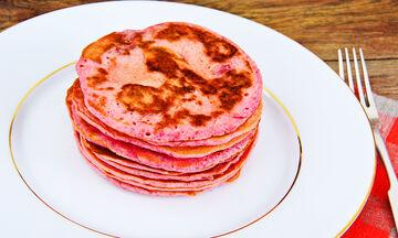Φαγητό για παιδιά: Φούξια pancakes από παντζάρι (vid)