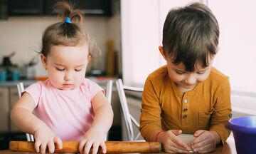 Φαγητό για παιδιά: Λουκανικοπιτάκια με κρυμμένα λαχανικά (vid)