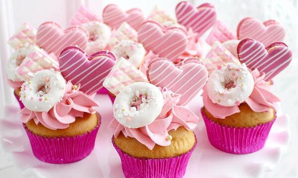 Γλυκά βάπτισης: Έξι εντυπωσιακά cupcakes για την βάπτιση της κόρης σας (pics)