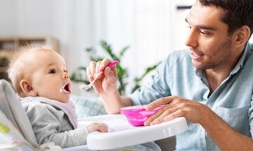 Πέντε «dos» & «don'ts» για την εισαγωγή των στερεών τροφών στη διατροφή του μωρού (vid)