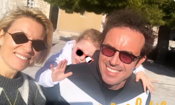 Βίκυ Καγιά: Χωρίς μακιγιάζ παρέα με τα παιδιά και τον σύζυγό της στο παρκάκι της Παύλιανης (pics)