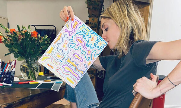Σοφία Καρβέλα: Για πρώτη φορά μας δείχνει πού βάζει τις ζωγραφιές των παιδιών της (pics)