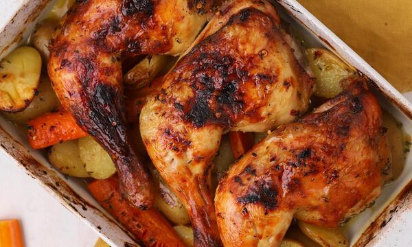 Συνταγή για ψητά μπούτια κοτόπουλου με πατάτες baby και καρότα