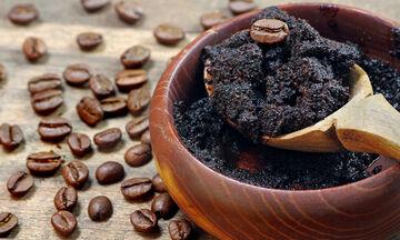 Πέντε συναρπαστικοί τρόποι να αξιοποιήσεις τον καφέ στην ρουτίνα ομορφιάς σου (vid)
