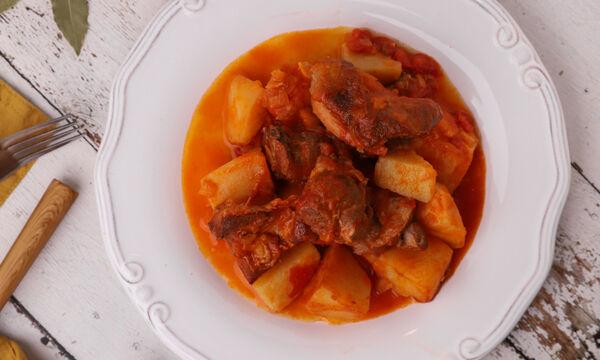 Συνταγή για κατσικάκι με πατάτες στην κατσαρόλα (Πατατάδο)