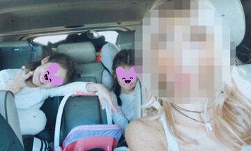 Στο αυτοκίνητο με τις κόρες της – Αναγνωρίζετε τη διάσημη Ελληνίδα μαμά; (pics)