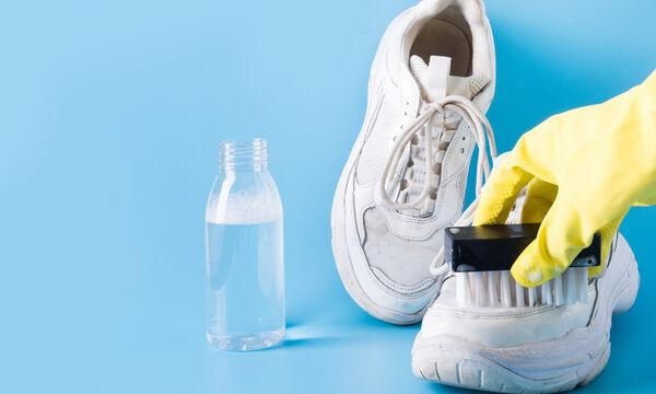 Έτσι θα διώξετε τις κιτρινίλες από τα παπούτσια των παιδιών σας (vid)