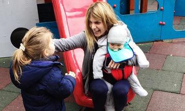 Νατάσα Σκαφίδα: Θα λιώσετε με τη φωτογραφία της κόρης της που κρατάει αγκαλιά τον αδελφό της (pics)