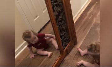 Όταν τα μωρά βλέπουν τον εαυτό τους στον καθρέφτη (vid)