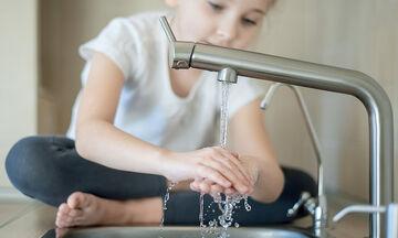 Ο σωστός τρόπος για να πλύνουν καλά τα χέρια τους τα παιδιά (pic & vid)