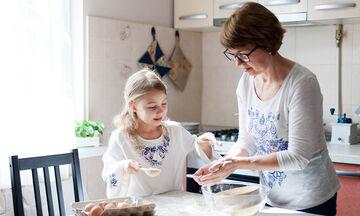 Κλεισμένη στο σπίτι με τα παιδιά; Φτιάξτε pancakes με 11 διαφορετικές συνταγές (vid)