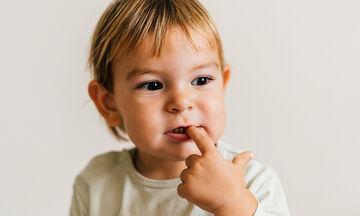 Κοροναϊός: Πώς θα αποτρέψουμε το παιδί μας από το να αγγίζει το πρόσωπό του;