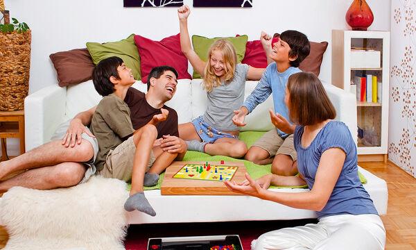 Δέκα παιχνίδια που μπορείτε να παίξετε με τα παιδιά στο σπίτι (vid)