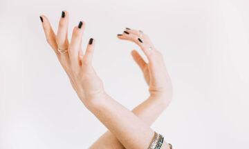 DIY μάσκα χεριών: Πώς θα ενυδατώσεις τα χέρια σου αυτές τις ημέρες