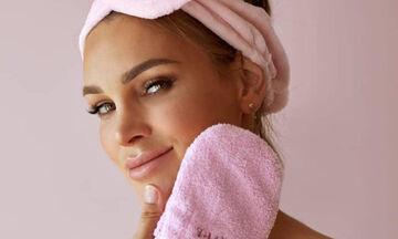 5 σοβαρές επιπτώσεις που θα δεις στο δέρμα σου αν δεν ξεβάφεσαι