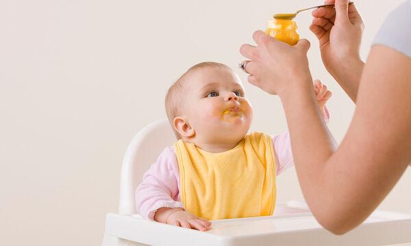 Στερεές τροφές σε μωρό 5-6 μηνών: Ποιες είναι οι κατάλληλες για αρχή;