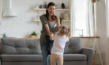 #Μένουμε_Σπίτι: 5+1 δημιουργικές δραστηριότητες για να κάνετε με τα παιδιά σας αυτήν την Κυριακή